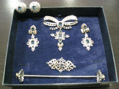 Tradicional set of jewels